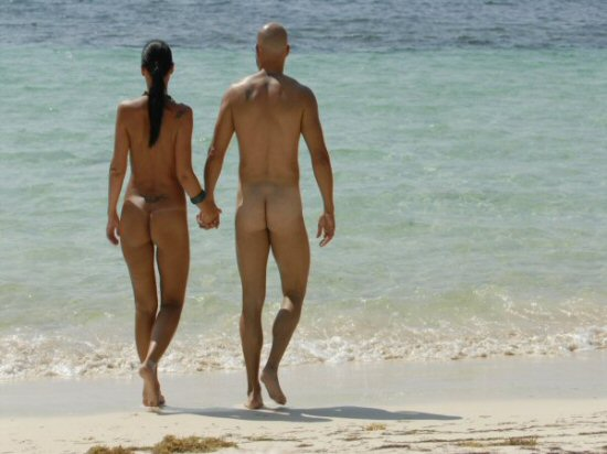 DesireCun_CoupleBeach.JPG